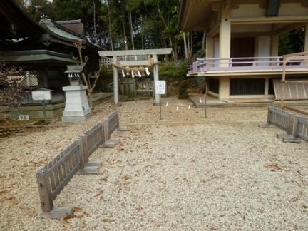上地八幡宮09.JPG